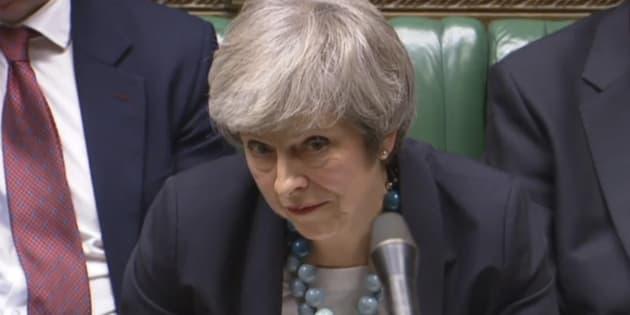 Brexit, Theresa May affronterà il voto di sfiducia chiesto d