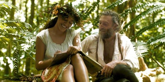 Le film n'évoque jamais l'âge de la muse du peintre en Polynésie. Elle avait 13 ans, lui 43.