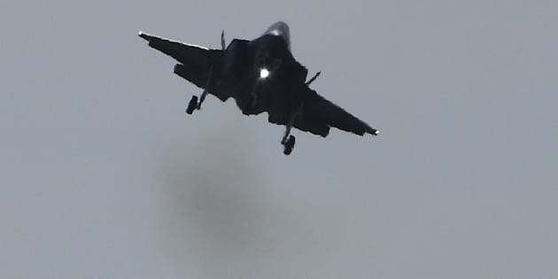 A Lockheed Martin F-35 fighter jet lands during a flight display at the International Paris Air Show in Le Bourget outside Paris on June 19, 2017. / AFP PHOTO / CHRISTOPHE ARCHAMBAULT        (Photo credit should read CHRISTOPHE ARCHAMBAULT/AFP/Getty Images)