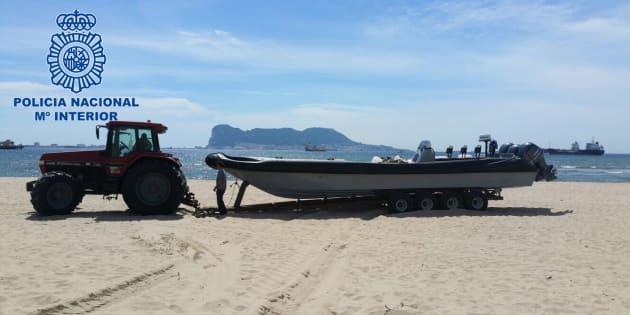 Una de las embarcaciones requisadas por la Policía.