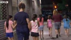 📹 El traslado de niñas inmigrantes separadas de sus padres en medio de la noche en Nueva