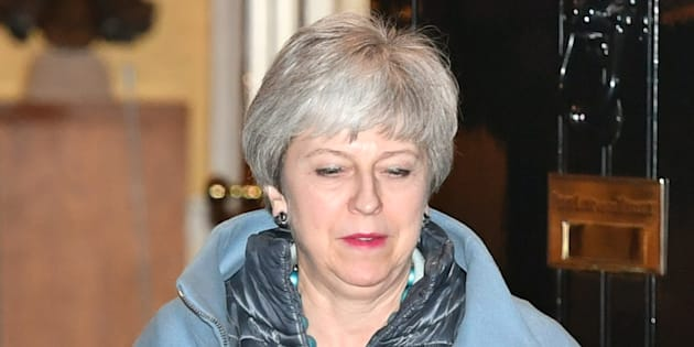 Theresa May convoca i Tory sul caos Brexit |  voci di dimissioni della premier