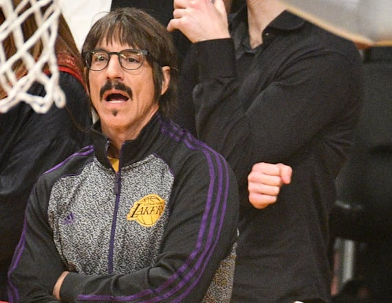 Red Hot Chili Peppers' thrown out of Lakers game