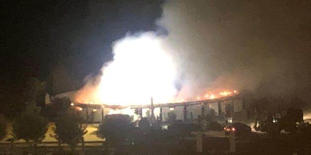 Imagen del incendio en la pequeña plaza de toros.