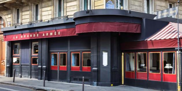 Paris: il balance des bouteilles d'acide à 14 ans