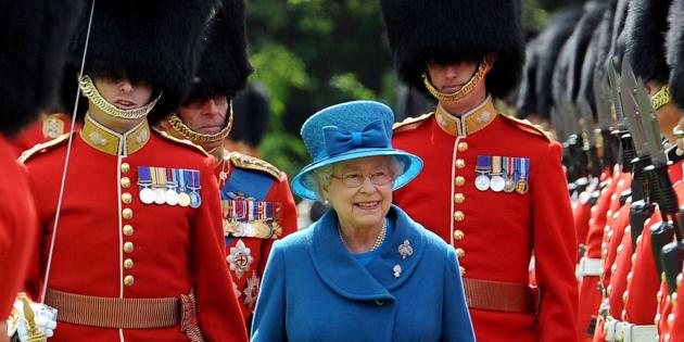 La reine d'Angleterre Elizabeth II à Buckingham Palace, en mai 2010