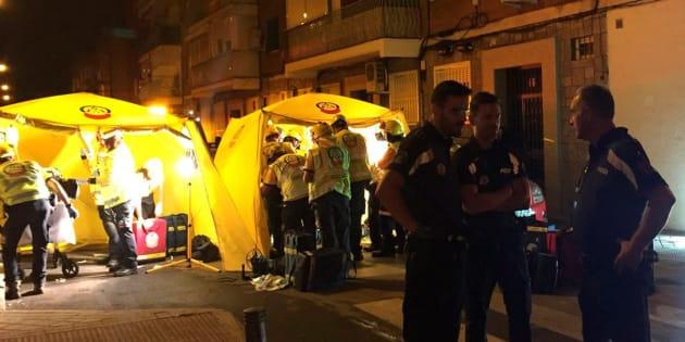 Dos personas han resultado heridas de gravedad por politraumatismos al arrojarse desde una ventana de un segundo piso en Villaverde, en el que se ha originado un fuego.