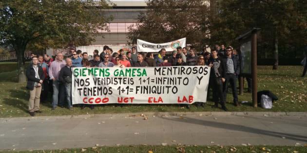 Trabajadores de Siemens Gamesa en una concentración contra el ERE.
