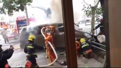 Une camionnette prend feu et renverse des piétons à