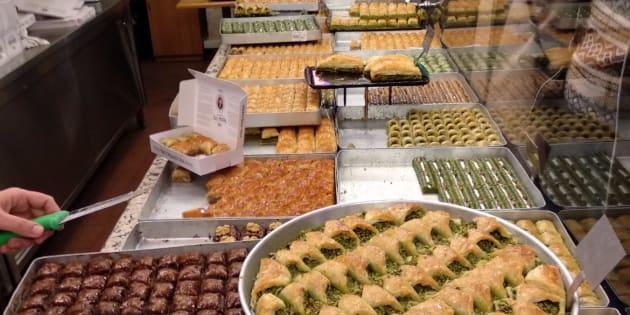 C'est bien la Turquie sur cette photo: des desserts à l'infini!