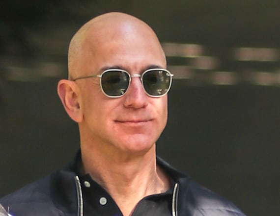 Source paid $200K for private Jeff Bezos text