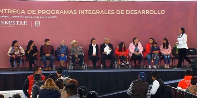 """Presentación de Programas Integrales en el que AMLO anunció las """"Tandas para el Bienestar""""."""
