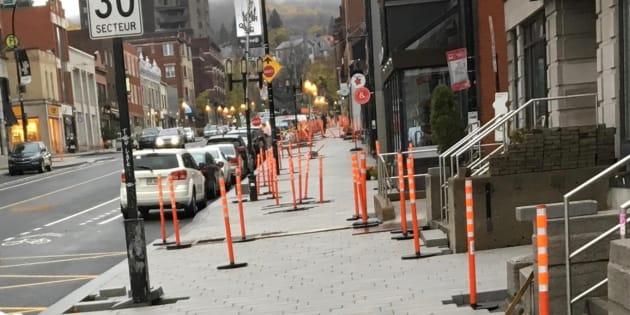 La rue Laurier Ouest, à Outremont, a été réaménagée pour élargir les trottoirs.