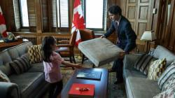 Justin Trudeau a aidé une petite fille à construire une cabane en coussins dans son