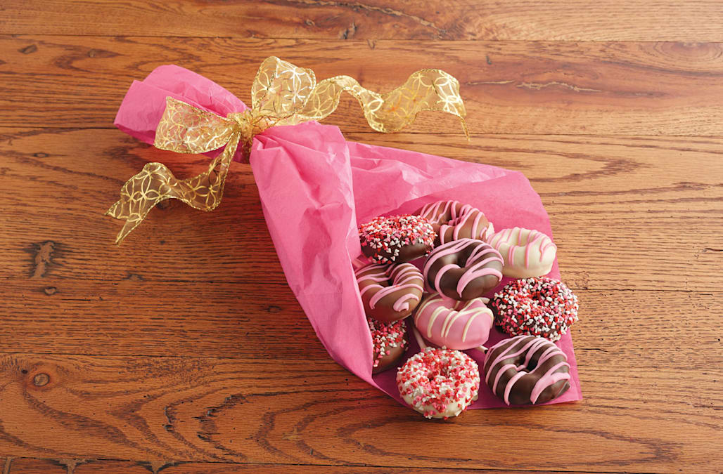 Gift Your Sweetheart A Donut Bouquet This Valentine S Day Aol