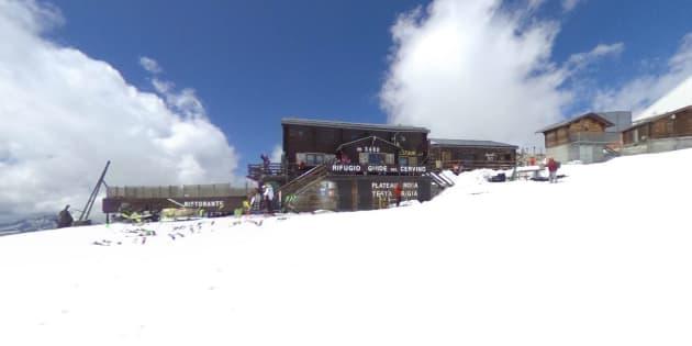 À cause du réchauffement climatique, ce refuge de montagne italien devient suisse