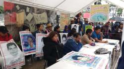 Padres de Ayotzinapa piden investigar a funcionario de PGR señalado de vínculos con el