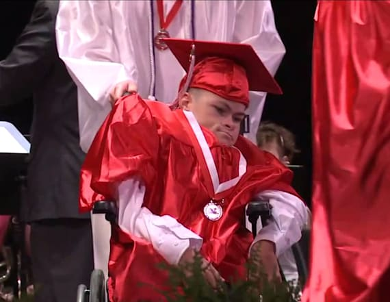 Man with spina bifida walks across stage for diploma