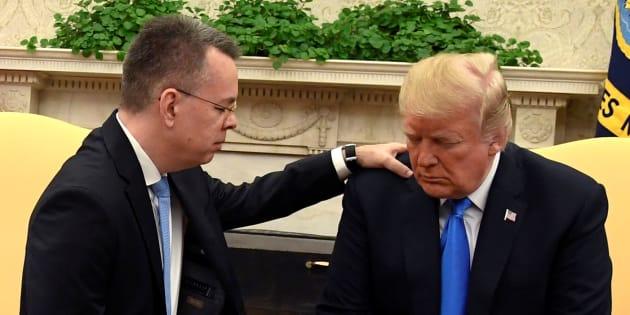 """Reçu par Trump à la Maison Blanche, le pasteur libéré invoque une """"sagesse supernaturelle""""."""
