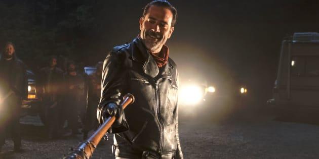 """Dans """"The Walking Dead"""" saison 7 épisode 1, on apprend enfin qui est la victime de Negan et """"Lucille"""" sa batte."""