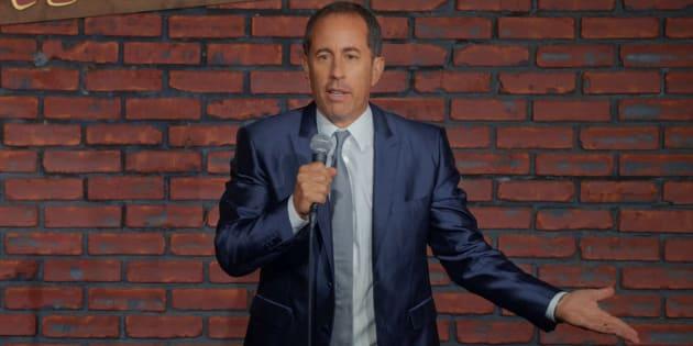 Jerry Seinfeld revisita a própria história e explica as raízes da sua paixão pela comédia em novo stand-up.
