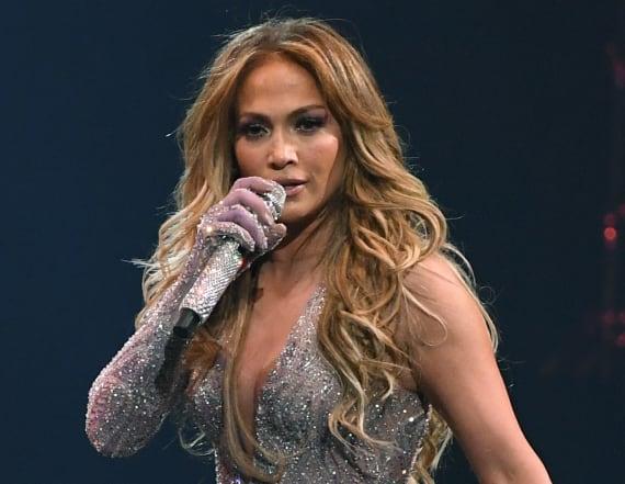 Jennifer Lopez gives Carli Lloyd a lap dance