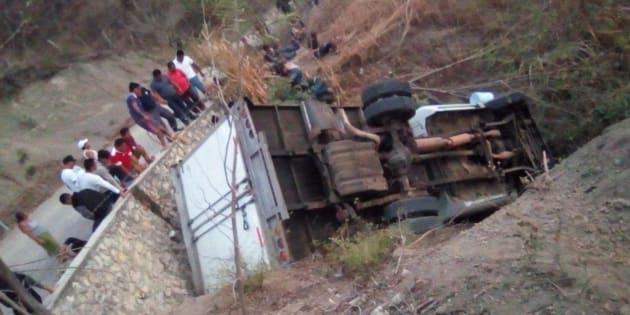 Decenas de migrantes mueren en un accidente carretero en Chiapas