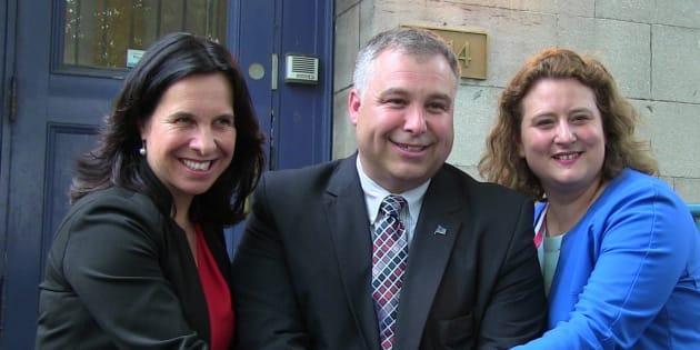 La mairesse Valérie Plante, le ministre de l'Éducation Sébastien Proulx et la présidente de la CSDM, Catherine Harel-Bourdon.
