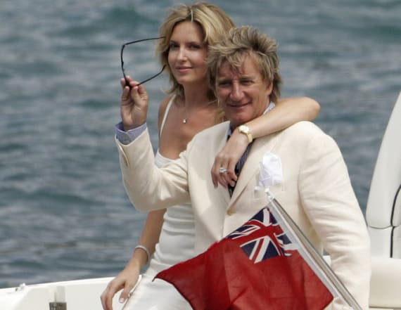 Rod Stewart renews wedding vows