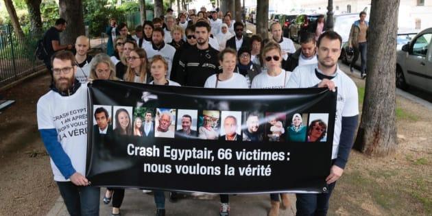 Rassemblement de l'association des familles de victimes le 19 mai 2017.