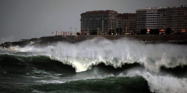 Oleaje en la costa de A Coruña, en una imagen de archivo.