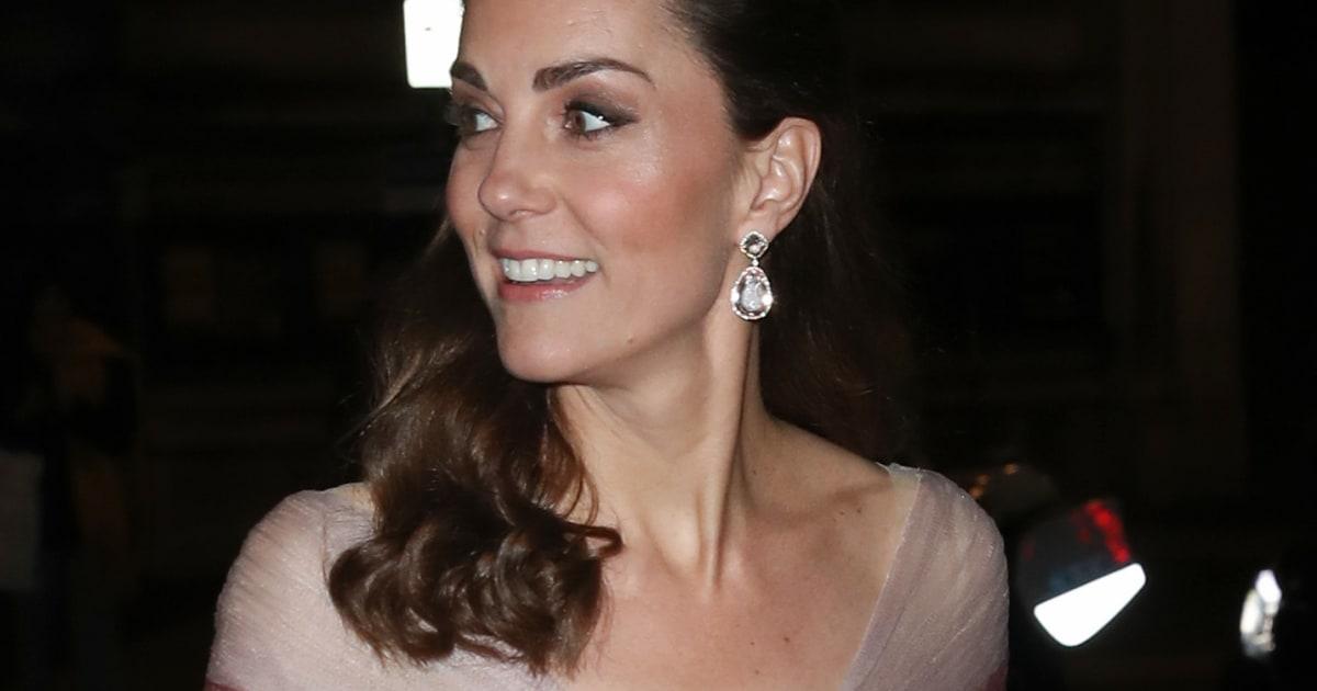 Kate Middleton: l'abito rosa la incorona regina di stile ed è già tra i look più belli di sempre