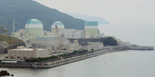 四国電力の伊方原子力発電所。原子力規制委員会は、運転開始から40年を迎える1号機の廃炉計画を認可した。約40年かけて廃炉作業が実される=13日、愛媛県伊方町