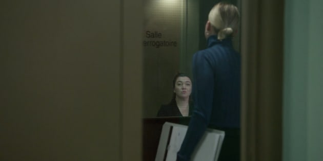 Noélie St-Hilaire (Catherine St-Laurent) allant interroger une femme suspectée d'avoir transmis le VIH à son mari.