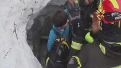 Onze survivants extraits de l'hôtel enseveli par une avalanche en Italie, l'espoir s'amenuise pour les