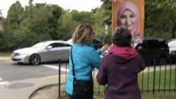 Deux femmes filmées en train de vandaliser une affiche de la candidate Ève
