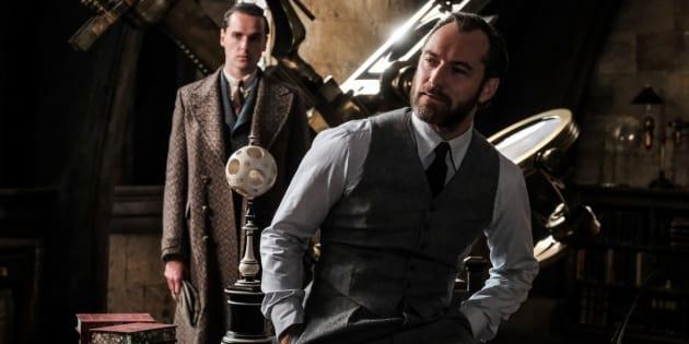 """Campé par Jude Law, le jeune Dumbledore de la suite des """"Animaux Fantastiques"""" ne sera pas explicitement """"gay""""."""