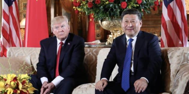 Imagen de archivo del presidente de EEUU, Donald Trump (izq) y su homólogo chino, Xi Jinping (der).