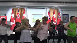 ► Kathleen Wynne Dances To 'Despacito' For Some