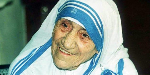 Tutti Imitano Il Vestito Bianco Di Madre Teresa Di Calcutta Per