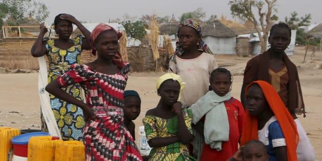 Un policier camerounais dans un camp de réfugiés de Nigérians ayant fuit Boko Aram. REUTERS/Joe Penney