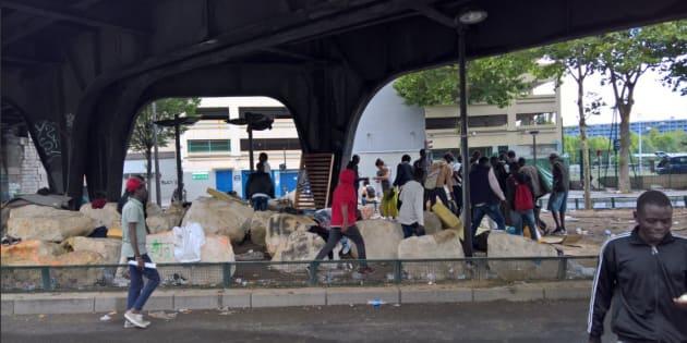 Moins d'une semaine après l'évacuation, des centaines de migrants de retour à La Chapelle