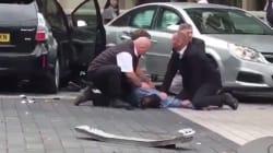 Londres: Les images impressionnantes de passants plaquant un homme à terre après la