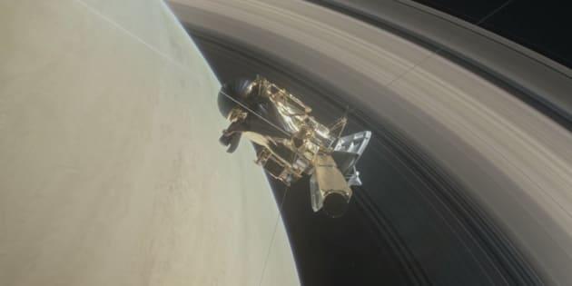 La sonde Cassini débute son grand plongeon entre Saturne et ses anneaux