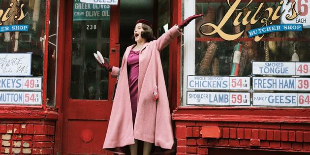 'Conseguimos um rabino!': A adorável Rachel Brosnahan é Midge, protagonista de 'The Marvelous Mrs. Maisel'.