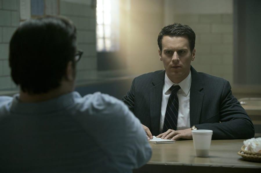 Na série 'Mindhunter', Jonathan Groff interpreta Holden Ford, personagem equivalente ao investigador do FBI John Douglas.