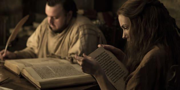 """À la fin de la saison 6 de """"Game of Thrones"""", Samwell Traly et Gilly ont rejoint la grande bibliothèque des Mestres à Oldtown."""
