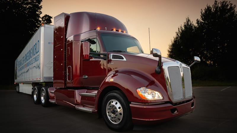 Toyota unveils next iteration of fuel-cell semi truck