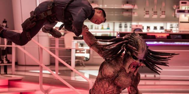 Aliens invadem a Terra no filme 'O Predador', reboot de clássico dos anos 80.