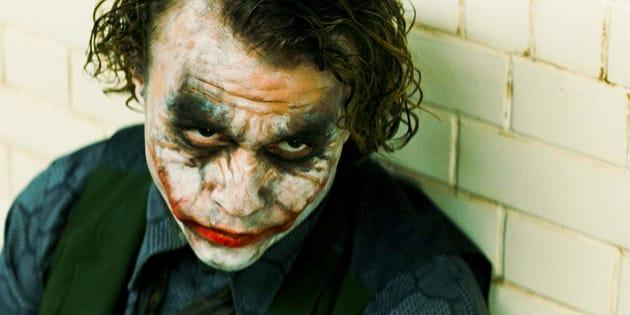 Heath Ledger no papel do vilão Coringa: interpretação elogiada rendeu Oscar póstumo.